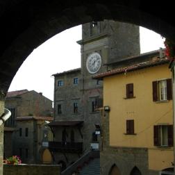 back to the Piazza della Repubblica (center of town)