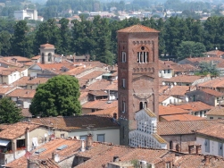 climbing the Torre Guinigi Italy Trip 2009, Lucca, Italy Date: Thursday July 02, 2009