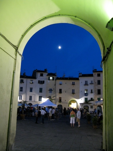 Piazza dell'Anfiteatro Italy Trip 2009, Lucca, Italy Date: Thursday July 02, 2009