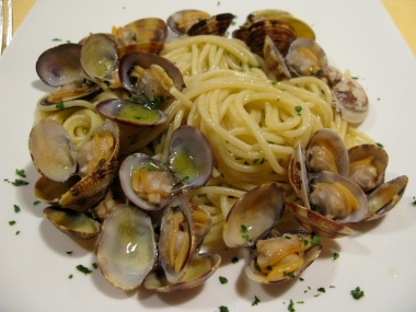 spaghetti and clams at Ristorante Cesarina Italy Trip 2009, Bologna, Italy Date: Wednesday July 08, 2009
