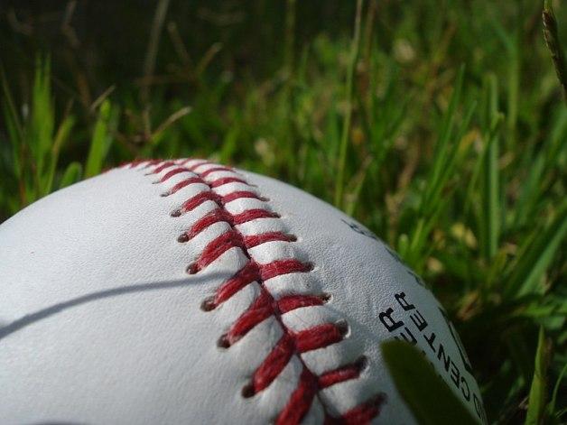 800px-Baseball_showing_stitching_on_grass