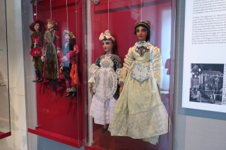puppets and marionettes