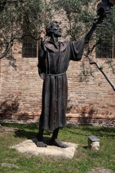 Statue of San Francesco d'Assisi outside the Chiesa di San Francesco Treviso, Italy Date: Tuesday May 30, 2017