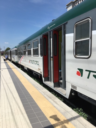Trenord train to Iseo on little Ovest binario