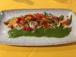 Calamaretti con verdure saltate e salsa al balsilico