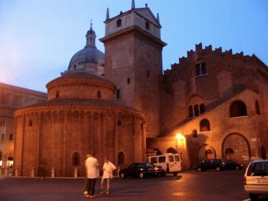 Rotonda di San Lorenzo at night