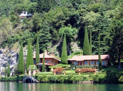 boat ride from Bellagio to Villa del Balbianello - view nearby Villa del Balbianello Italy Trip 2005, Lago di Como, Italy Date: Thursday June 30, 2005